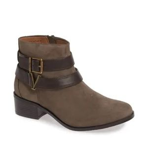 Vionic Mana brown suede ankle boots